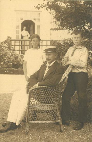 Familien Baagøe i haven på Strandvejen c. 1915 © Svendborg Byhistoriske Arkiv