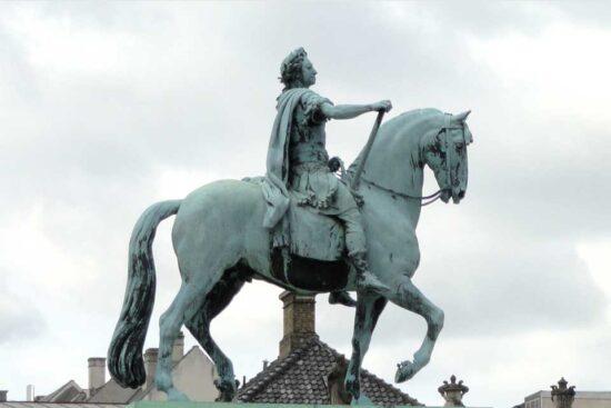Frederik V's Rytterstatue . Kilde Wikipedia/Daderot