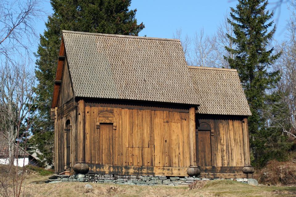 Haltdalen stavkirke er en stavkirke fra 1170, som i dag står på Trøndelag Folkemuseum, i byområdet Sverresborg i Trondheim. Måske har kirken i Nærum set sådan ud? © Morten Dreier