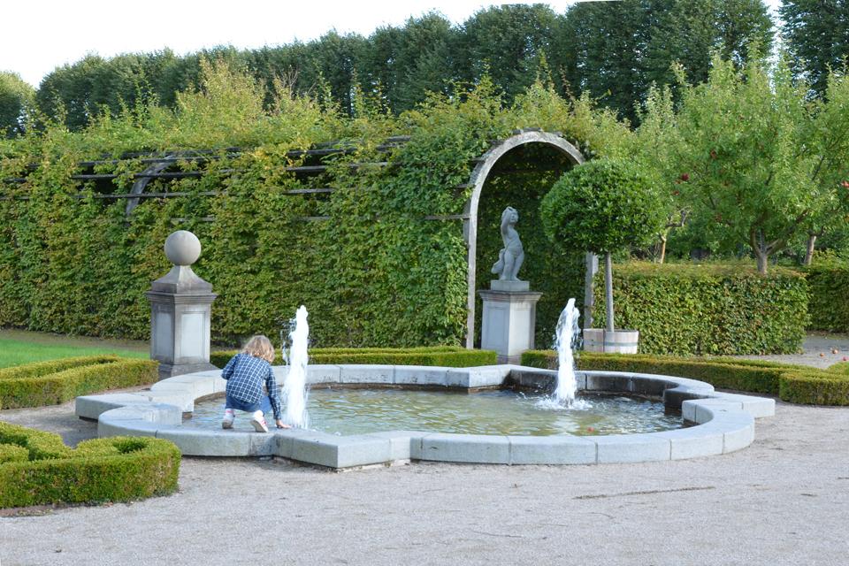 Eva i haven ved Gl. Holtegaard i Rudersdal
